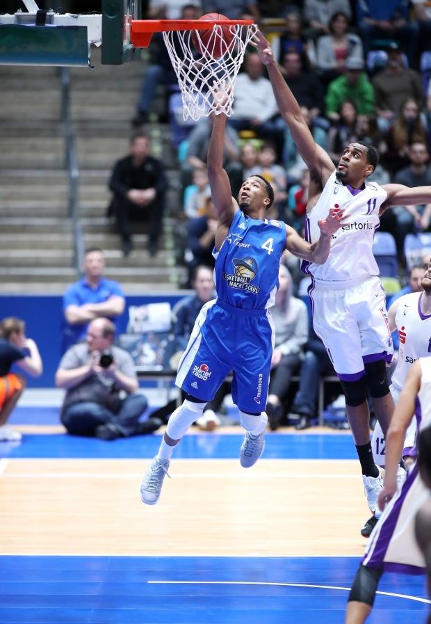 """Basketball BL,  FRAPORT SKYLINERS - BG GÖTTINGEN  """"DIE VEILCHEN"""""""