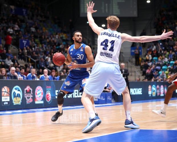 Basketball BL,  FRAPORT SKYLINERS -  EISBAEREN BREMERHAVEN